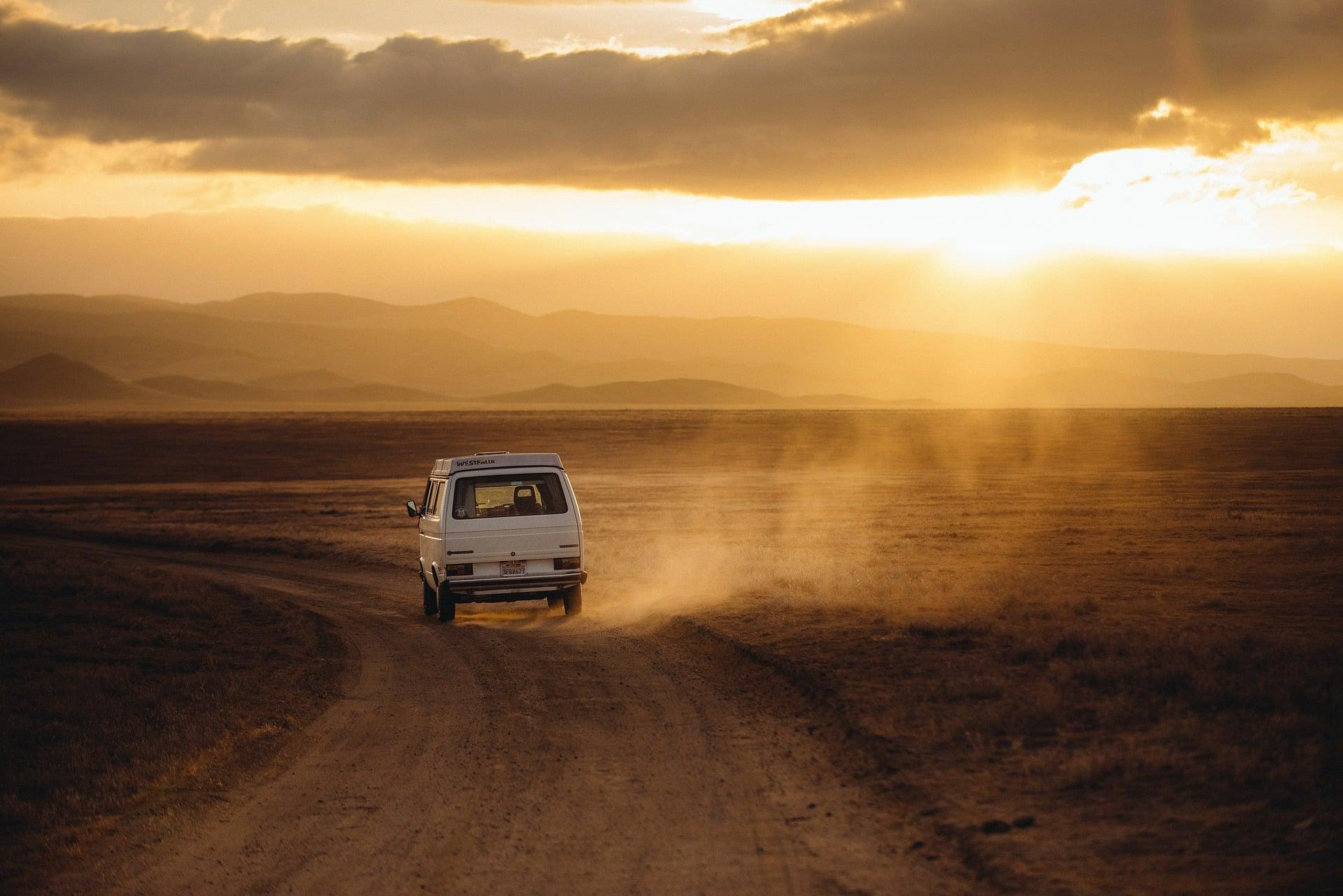 Suntuk Di Mobil Selama Perjalanan? Coba Cara Ini!